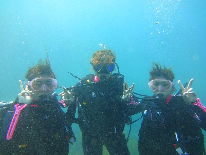 太陽光で光り輝くヒリゾ浜体験ダイビング@アカデミー