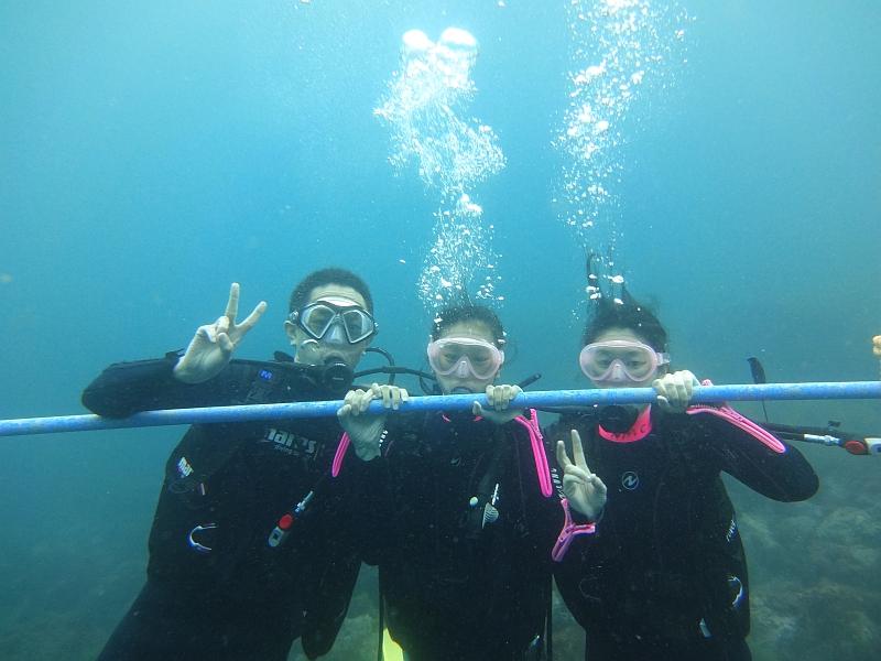 今年一番の混雑!なヒリゾ浜での体験ダイビング@アカデミー