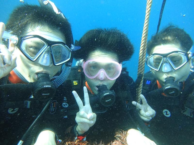 クラゲやナマコにビックリ!ヒリゾ浜体験ダイビング@アカデミー